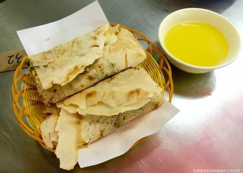 当地老饕深度科普 正宗山东大煎饼才不只是卷大葱!
